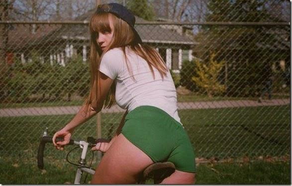 girls-riding-bicycles-033