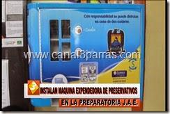 19 IMAG. INSTALAN MAQUINA EXPENDEDORA DE PRESERVATIVOS EN LA PREPARATORIA JAE.mp4_000011978