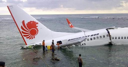 Gagal Mendarat, Pesawat Lion Air Jatuh Ke Laut