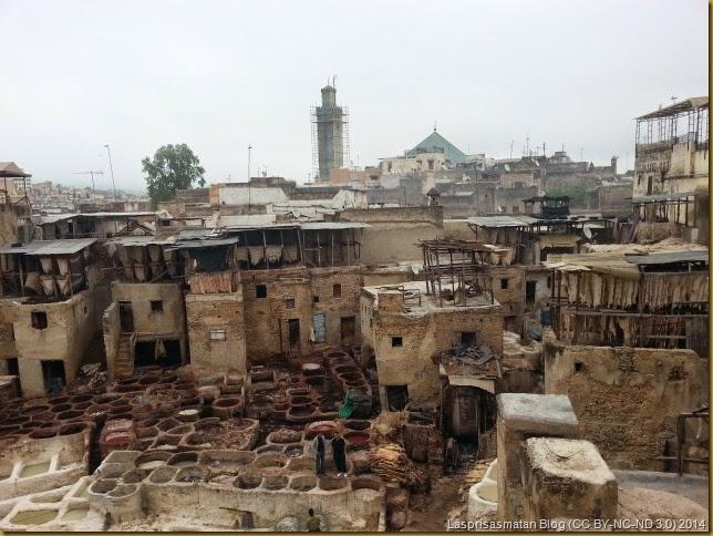 Las piles terminadas se escurren y secan en las terrazas del lugar