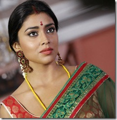 shriya_saran_cute_in_saree_photos