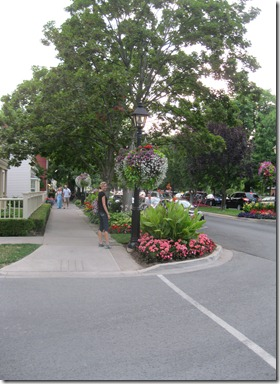 Niagara on the Lake and beautiful flowers