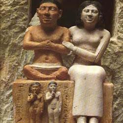 41 - El enano Seneb con su mujer e hijos