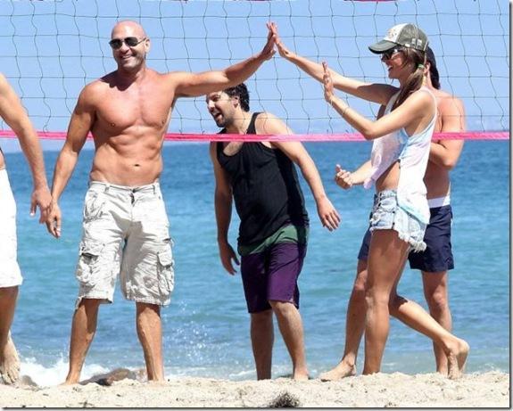 alessandra-ambrosio-volleyball-d84e51