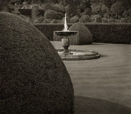 39_Fountain,_Powis_Castle,_Wales