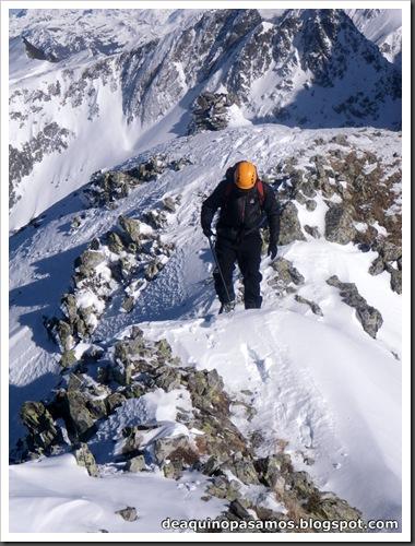 Canal Central SO 200m 50º con esquis (Pico de la Montañeta 2552m, Benasque, Pirineos) (Isra) 3361
