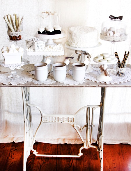 Semplicemente Perfetto Vintage Winter White table Dessert 05