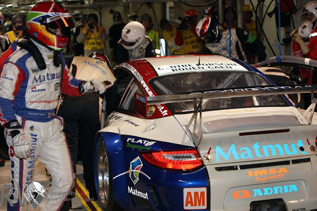 The IMSA Porsche MATMUT team at a night time pitstop (PHOTO: Porsche)