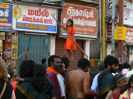 Tamil Nadu: girl on a rope