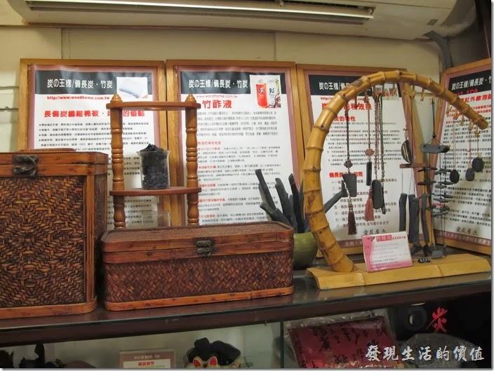 「碧蘿春炭索餐坊」內有備長炭商品的販售。