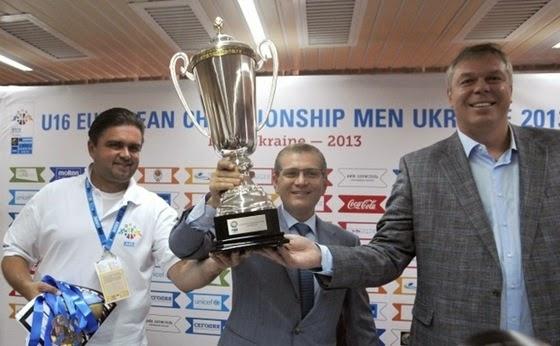 6 августа 2013 года: директор турнира «Евробаскет 2015» Маркиян Лубкивский, вице-премьер-министр Александр Вилкул и президент Федерации баскетбола Украины Александр Волков (слева направо).
