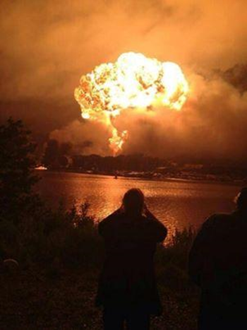 A fireball from a derailed train carrying oil rises above downtown Lac Mégantic, Quebec, Saturday, 6 July 2013. Photo: Benoit Ratthe