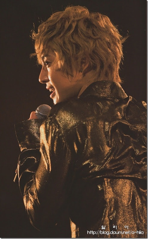 [Magazine]First_Tour_2011_in_Japan_(3)