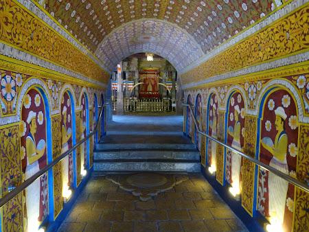 Atractii Sri Lanka: intrare templul dintelui