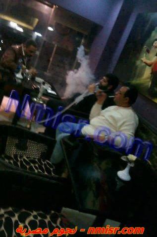 صورة ابن الرئيس محمد مرسي يدخن الشيشة