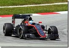 Fernando Alonso con la McLaren in Malesia