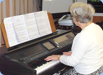 Marlene Forrest played the Club's CVP-509 Clavinova