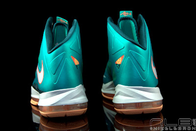 lebron10 dolphins 38 web black The Showcase: Nike LeBron X Setting / Miami Dolphins