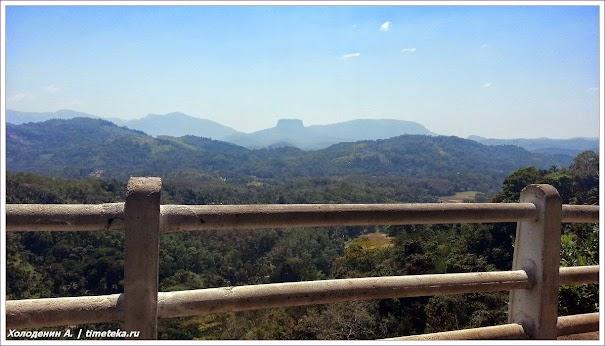 Вид на гору Сигирия. Шри-Ланка. Фото Холоденина А. www.timeteka.ru