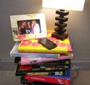 livros como criado mudo
