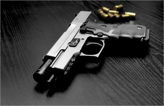 373188_pistolet_patrony_oruzhie_2560x1600_(www.GdeFon.ru)
