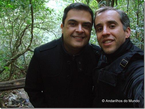 Nós no frio de 5 graus fazendo trilha Ecoparque Sperry Gramado