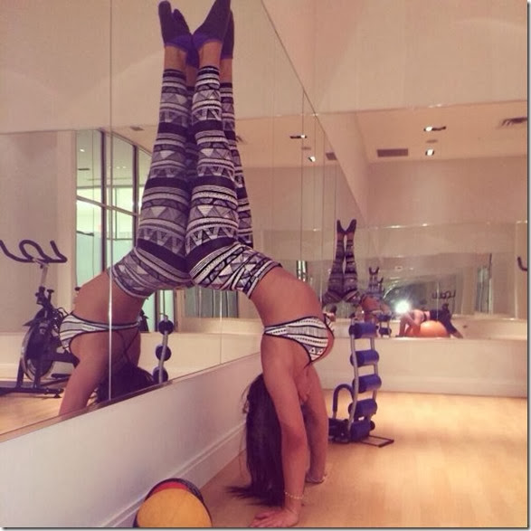 yoga-pants-please-025
