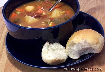 vegetable-soup-dinner-roll 010