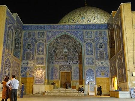 13. Loft-allah mosque by night.JPG
