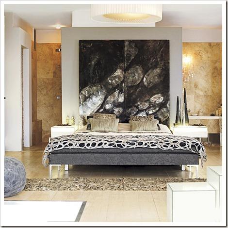96_00000e816_0553_orh550w550_Striking-bedroom