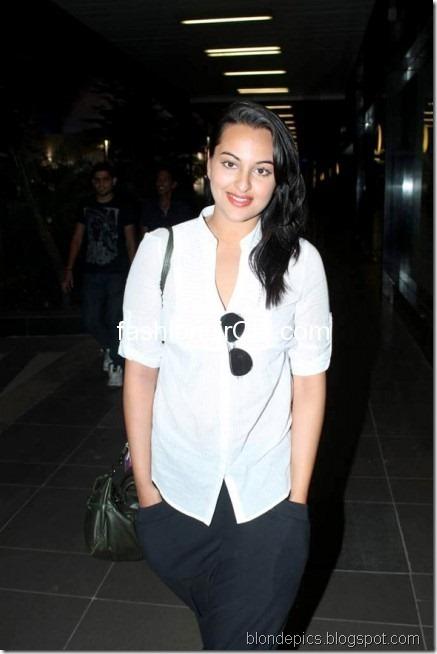 Sonakshi Sinha Hot Pics at Airport 5