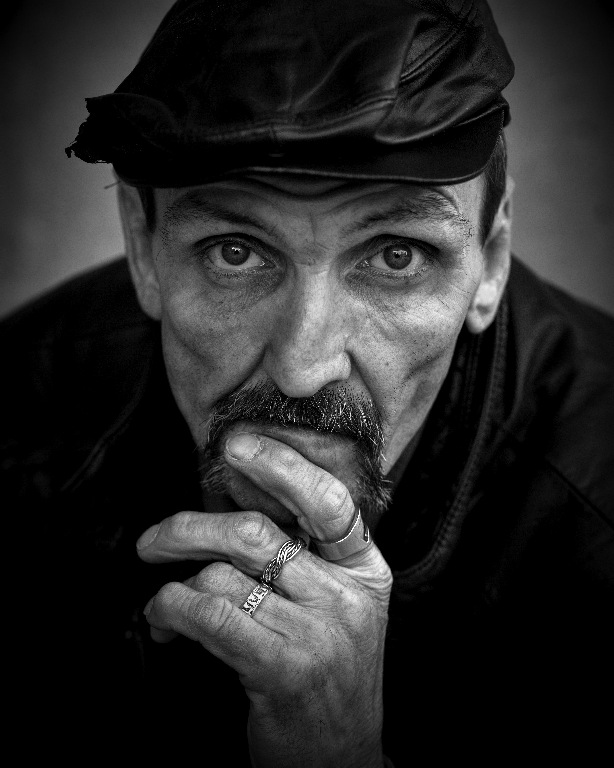 """Pensive Homeless, Street Portraiture"" Foto by Leroy Skalstad"