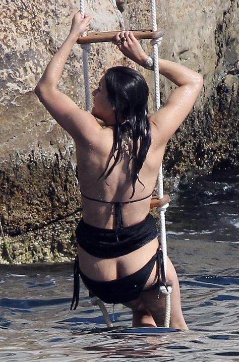 michelle-rodriguez-bikini-bottom-fall-france-11