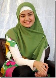 Marshanda saat mengenakan Jilbab