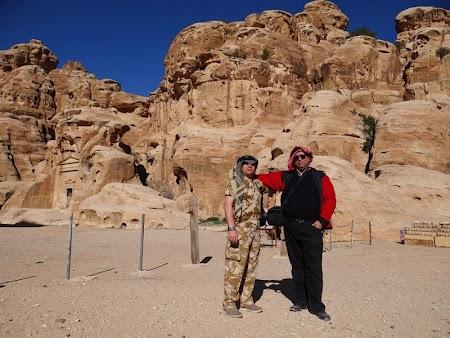 05. Intrarea in Little Petra.JPG