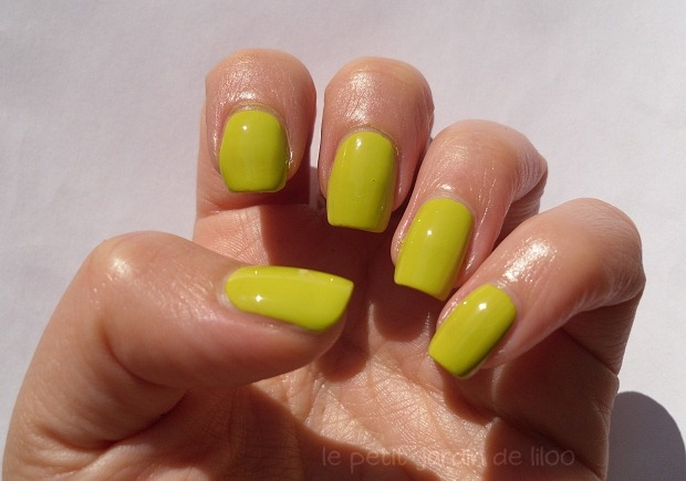 003-models-own-aciiied-nail-polish-swatch-review