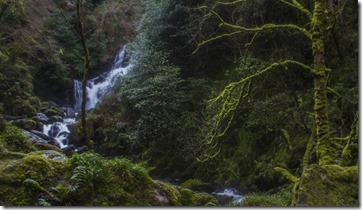 Lamento no tener fotos del río Blackwater del norte de Irlanda así que uso la cascada Torc en Kerry que vale igual para un roto que para un descosido...