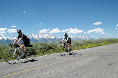 Grand Tetonを走る自転車