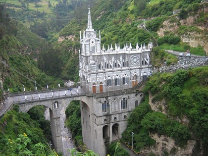 Church-built-across-a-deep-river-gorge-...-Las-Lajas-Sanctuary-Ipiales-Colombia
