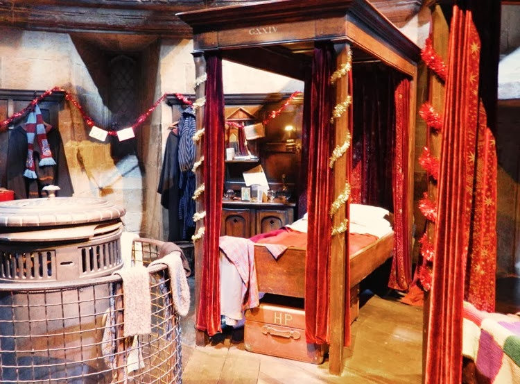Harry-Potter-Gryffindor-Bed