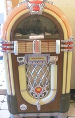 8.8.11 VT Wurlitzer music box at the diner