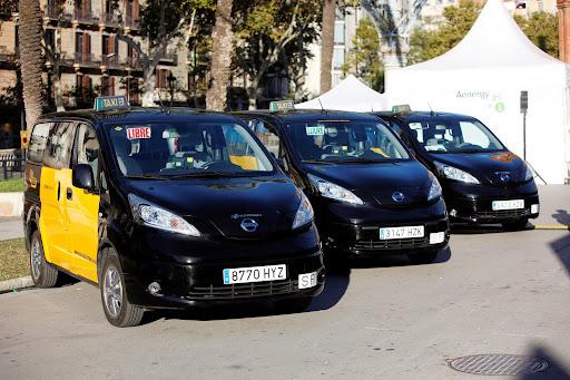 Nissan-Leaf-taxi-15.jpg