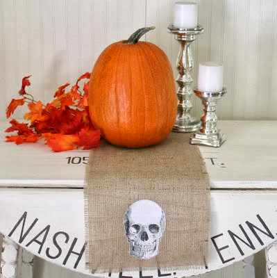 halloween table runner with skull from The Shabby Creek Cottage (1)
