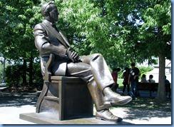 6623 Ottawa - Parliament Buildings - statue of Lester B Pearson