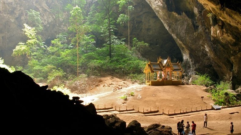 phraya-nakhon-cave-1