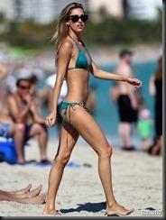 lauren-stoner-green-bikini-08-675x900