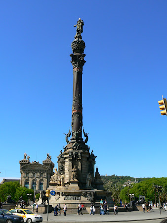 Things to do in Barcelona: visit Colombus statue
