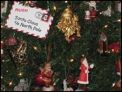 Santa tree closeup 2