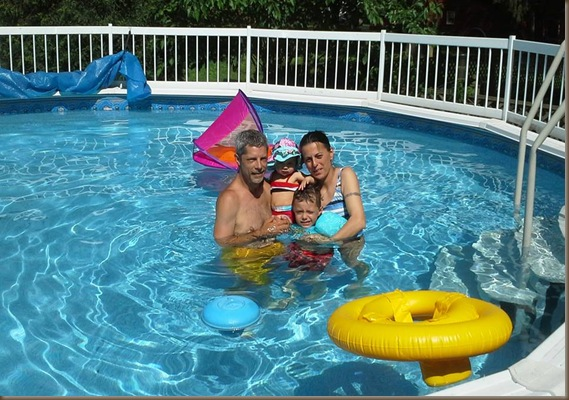 darrens family in pool