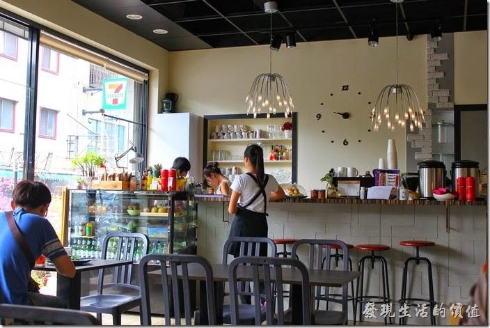 台南【初食手作廚房】的餐廳內部空間。